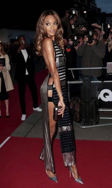 """Os homens do ano da Inglaterra foram recebidos por uma Jourdan Dunn para lá de sexy na premiação """"Men of the Year Awards"""", promovida pela revista """"GQ"""" em Londres, na noite de terça-feira SUZANNE PLUNKETT / REUTERS"""