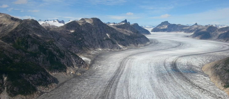 Geleira Norris, no campo de gelo de Juneau, no Alasca, vista de um helicóptero Foto: Eduardo Maia / O Globo