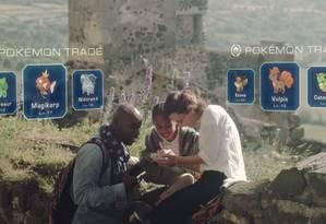 Os jogadores podem trocar os Pokémon, que têm diferentes níveis de força e os gamers parecem ganhar uma espécie de granada virtual para capturá-los mundo afora Foto: Reprodução / YouTube