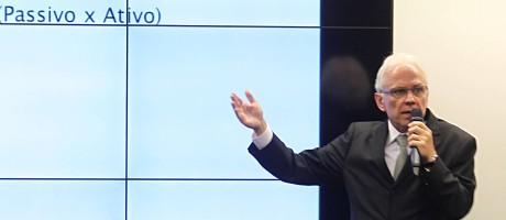 O ex-presidente do Postalis Alexej Predtechensky em depoimento na CPI dos Fundos de Pensão Foto: Jorge William / Agência O Globo (10/09/2015)