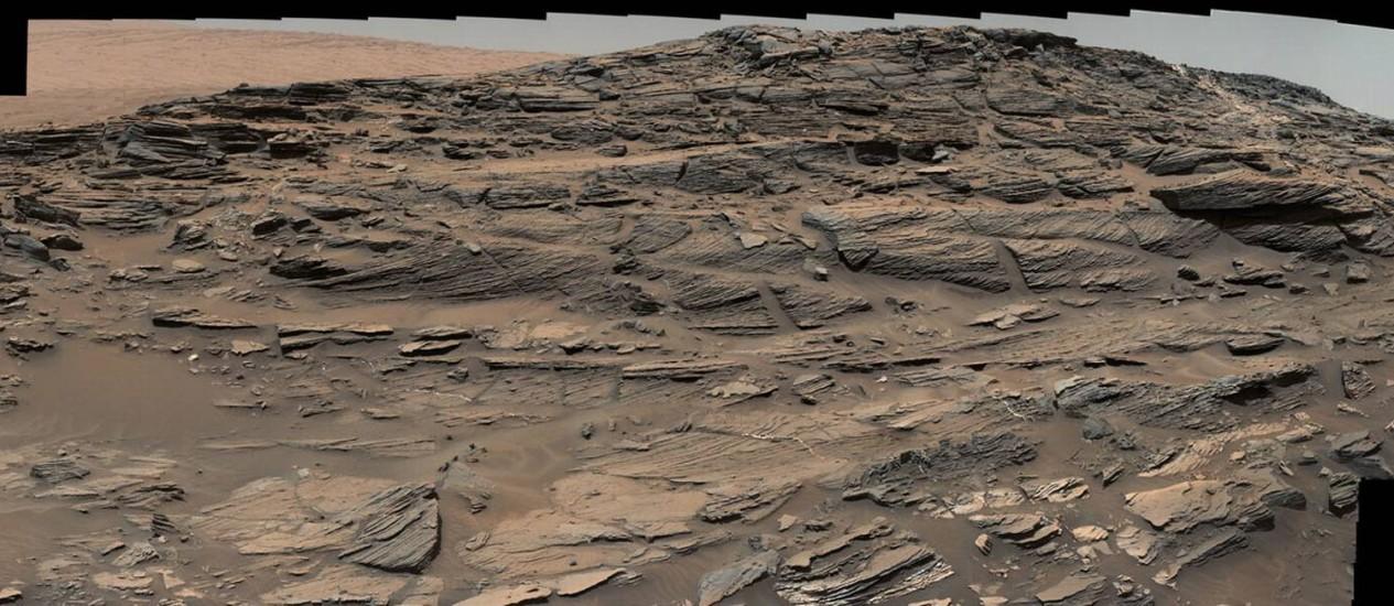 As formações de arenito aos pés do Monte Sharp, em Marte, vistas pelo veículo-robô Curiosity Foto: NASA/JPL-Caltech/MSSS