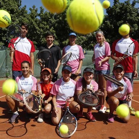Jovens destaques da equipe Elite Tênis Foto: Hudson Pontes / Agência O Globo