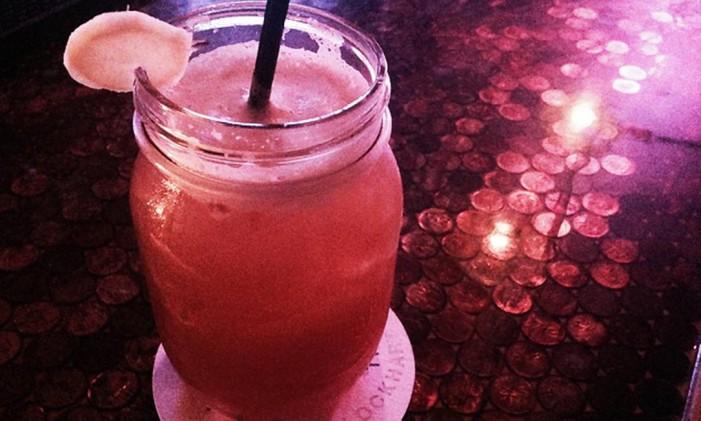 A bebida The Shacklebolt, do bar The Lockhart, inspirado em Harry Potter, recém-aberto em Toronto Foto: Reprodução