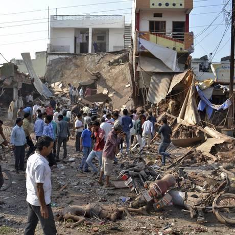 Prédio desmoronou depois da explosão no distrito de Madhya Pradesh, na região central da Índia Foto: STRINGER/INDIA / REUTERS
