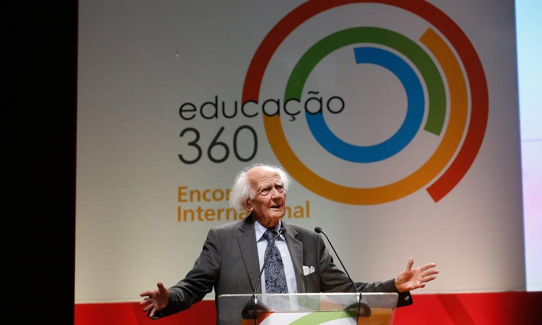 Zygmunt Bauman: internet abala atenção, paciência e perseverança para construir um conhecimento sólido Foto: Foto Pablo Jacob / Agência O Globo /