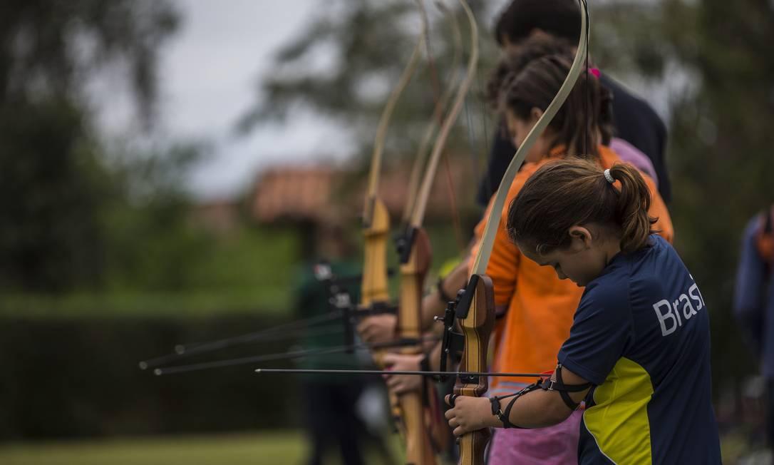 Centro de treinamento de tiro com arco em Maricá recebe um grande número de interessados em praticar o esporte Alexandre Cassiano / Agência O Globo