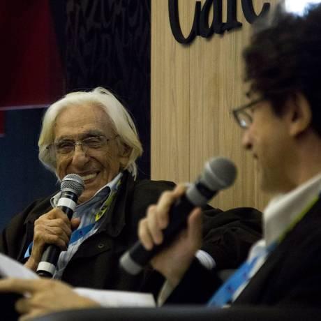 Ferreira Gullar e Eucanaã Ferraz no Café Literário da Bienal Foto: Mônica Imbuzeiro