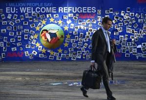 Muro para lembrar morte do menino Aylan Kurdi é exposto em Bruxelas Foto: JOHN THYS / AFP