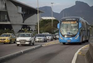BRT passa próximo à Cidade das Artes: melhor opção de transporte para o Rock in Rio Foto: Hermes de Paula / Agência O Globo (14/08/2015)