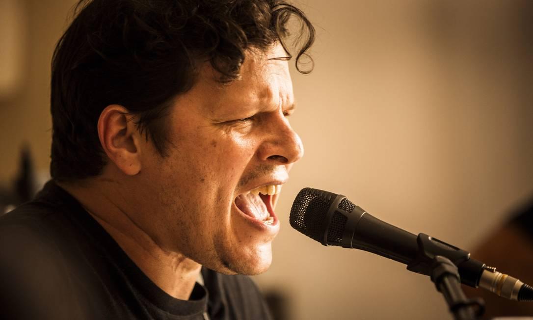 O quinto disco solo de Platão tem convidados como Pedro Sá, Dadi, Domenico Lancelloti, Marcelo Callado e João Barone Foto: / Fabio Seixo