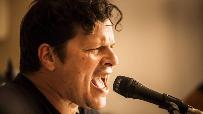 O quinto disco solo de Platão tem convidados como Pedro Sá, Dadi, Domenico Lancelloti, Marcelo Callado e João Barone Foto: Fabio Seixo
