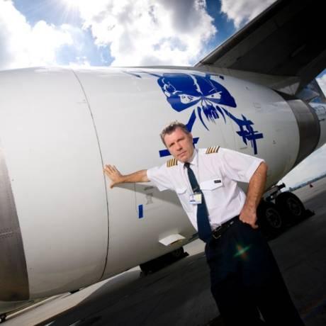 O vocalista do Iron Maiden, Bruce Dickinson, vai pilotar o Ed Force One durante a turnê Foto: Reprodução