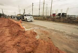 Pedras no caminho. Canteiro de obras na Avenida Salvador Allende, que está sendo duplicada Foto: ANTONIO SCORZA / ANTONIO SCORZA