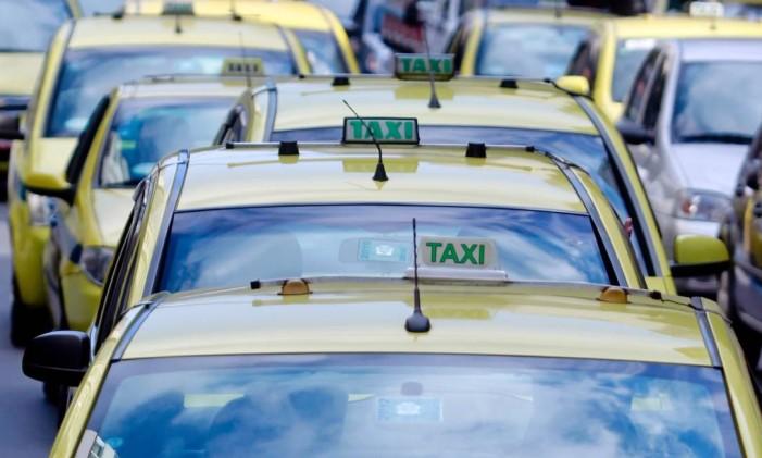 Táxi é uma das opções para chegar à Cidade do Rock Foto: Pedro Kirilos / Agência O Globo (27/07/2012)