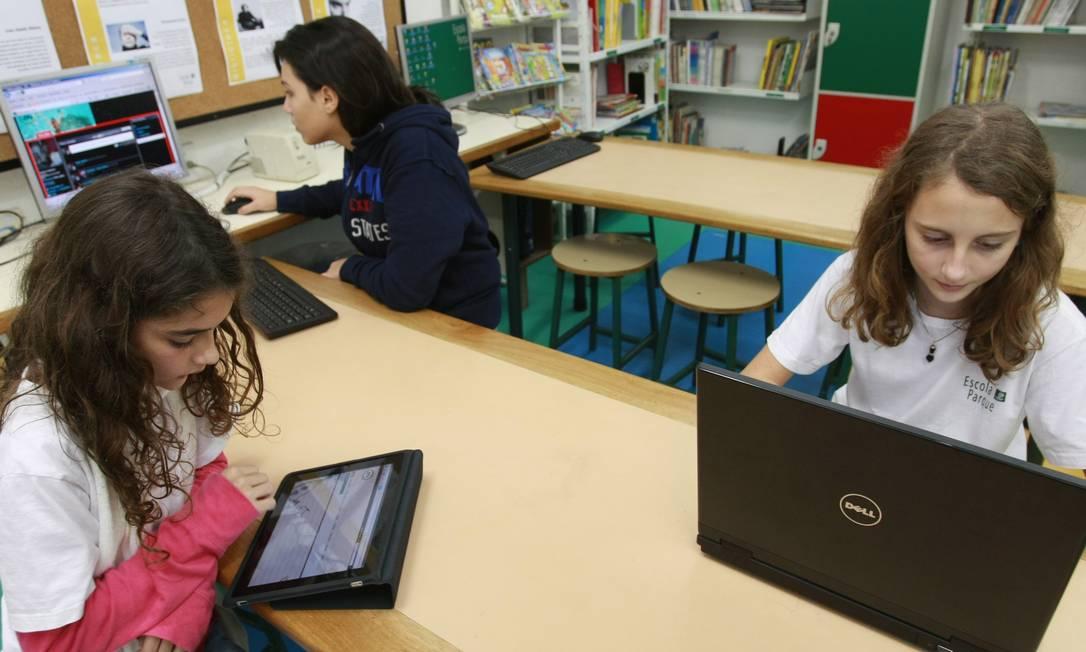 Apenas 35,6% das escolas de ensino fundamental no Brasil têm internet para os alunos, segundo Censo Escolar do Inep Foto: Carlos Ivan / Agência O Globo