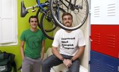 Delivery. Alexandre Messina e Vinicius da Justo, da Courrieros Entregas Ecologicas Foto: Agência O Globo / Fábio Rossi