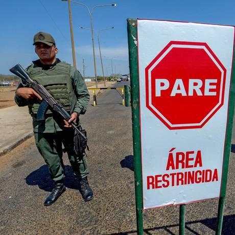 Em Paraguachón, no estado de Zulia, soldados montam guarda em estado de exceção Foto: FEDERICO PARRA / AFP