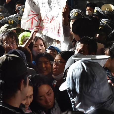 Em frente ao Parlamento, japoneses pedem que não seja aprovado o projeto que prevê a expansão do papel militar do país Foto: KAZUHIRO NOGI / AFP