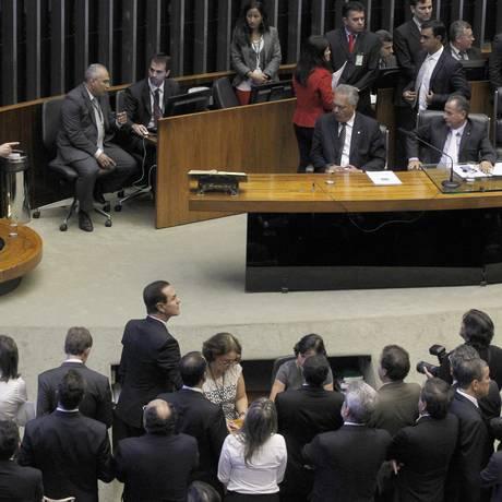 Cid Gomes discursou com dedo em riste Foto: Givaldo Barbosa / Arquivo O Globo 18/03/2015