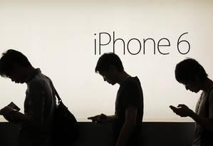Recomendação é que os usuários façam a atualização para o iOS 9 Foto: Vincent Yu / AP