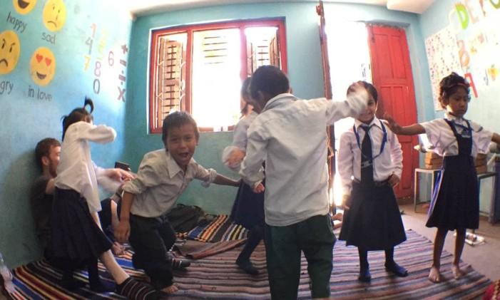Brincadeira em escola do Nepal Foto: Arquivo Pessoal