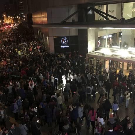 População de Santiago evacua prédios às pressas Foto: Nadia Perez / AP