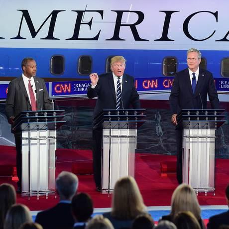 Ted Cruz, Ben Carson, Donald Trump, Jeb Bush e Scott Walker durante debate republicano Foto: FREDERIC J BROWN / AFP
