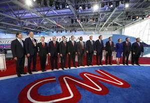 Todos os pré-candidatos republicanos, lado a lado, antes do debate Foto: MARIO ANZUONI / REUTERS