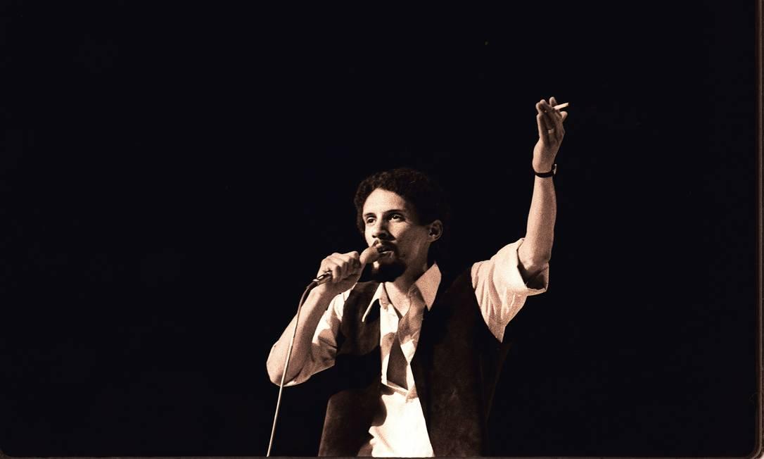"""Gonzaguinha em 1970, no V Festival Internacional da Canção, quando defendeu a música """"Um abraço terno em você, viu mãe?"""", que ficou em quarto lugar Foto: / José Araújo/18-10-1970"""