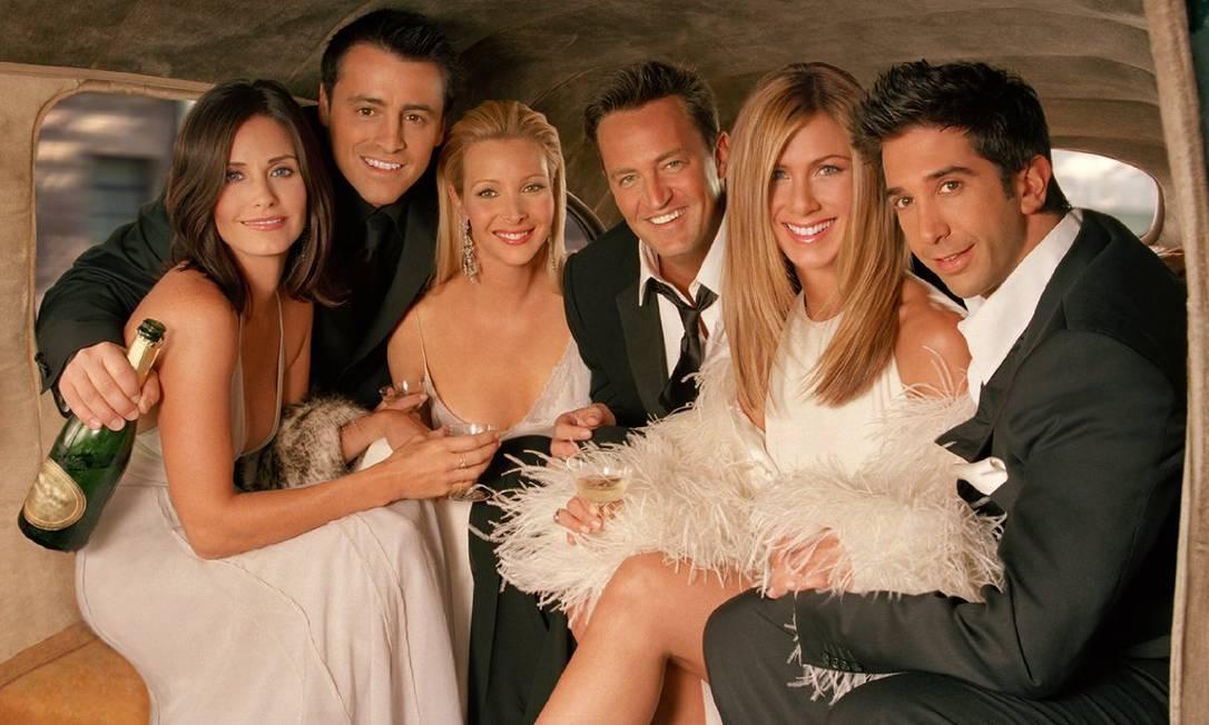 Courteney Cox (Monica), Matt LeBlanc (Joey), Lisa Kudrow (Phoebe), Matthew Perry (Chandler), Jennifer Aniston (Rachel) e David Schwimmer (Ross) estrelaram por 10 anos a série Foto: /
