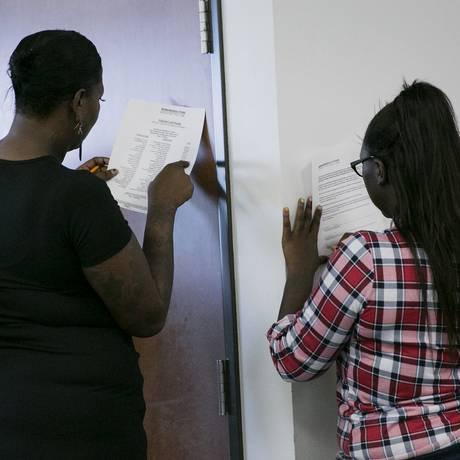 Americanos se candidatam a vagas de emprego Foto: Laura Buckman / Bloomberg News/2-9-2015