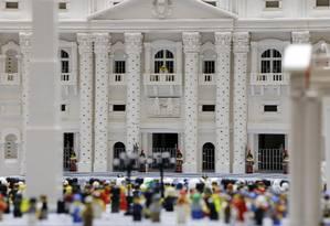 Reverendo Bob Simon passou cerca de dez meses construindo a versão em miniatura da Basílica de São Pedro Foto: Matt Rourke / AP