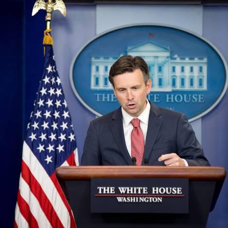 Porta-voz da Casa Branca, John Earnest, faz pronunciamento oficial nesta quinta-feira Foto: Andrew Harnik / AP