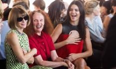 Anna Wintour, Grace Coddington e Kendall Jenner se divertiram na fila A do desfile da Calvin Klein. Qual seria o assunto? Foto: Charles Sykes / Charles Sykes/Invision/AP