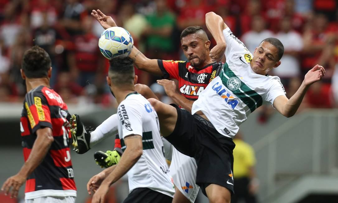 O Flamengo não resistiu ao Coritiba Jorge William / Agência O Globo