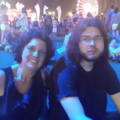 Diego Carvalhal veio acompanhar a mãe, Maria Andrea, no show do Queen