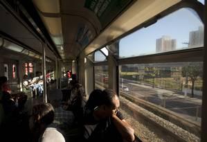 À distância. Com sede no Rio de Janeiro, a CBTU opera o metrô de Belo Horizonte, com uma malha de apenas 30 quilômetros de extensão e há três décadas sem expansão. Mesmo nos horários de rush, o movimento no transporte é pequeno Foto: Agência O Globo / Márcia Foletto