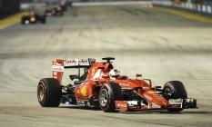Sebastian Vettel guia a Ferrari no GP de Cingapura Foto: MOHD RASFAN / AFP