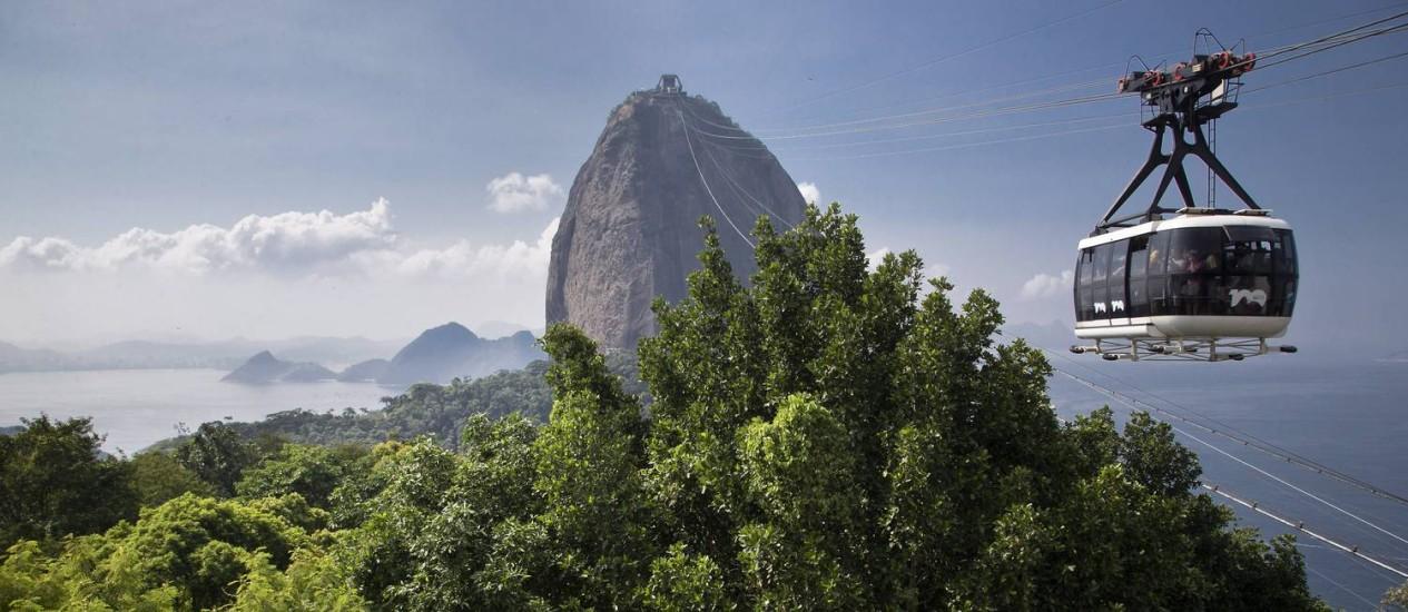 O monumento formado pelos morros da Urca e do Pão de Açúcar, no Rio, é reconhecido como um dos principais sítios geológicos do mundo Foto: Guito Moreto / Agência O Globo