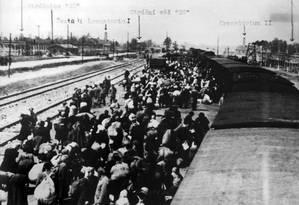 Chegada de prisioneiros no campo de Auschwitz Foto: Arquivo