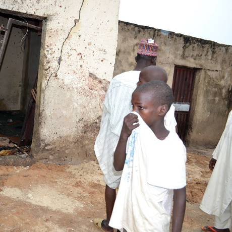 Pelo menos 20 pessoas morreram em mesquita Foto: STRINGER / AFP