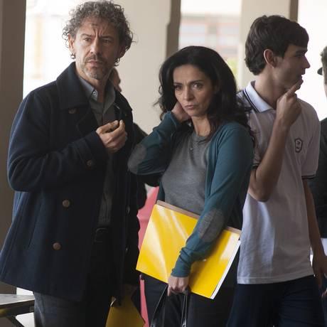 Carlo (Emilio de Mello) e Valéria (Claudia Ohana) pesquisam mentes Foto: Divulgação