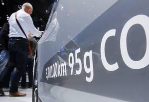 Total de dióxido de carbono emitido por um modelo a diesel da Volkswagen destacado no Salão de Frankfurt Foto: Michael Probst / AP