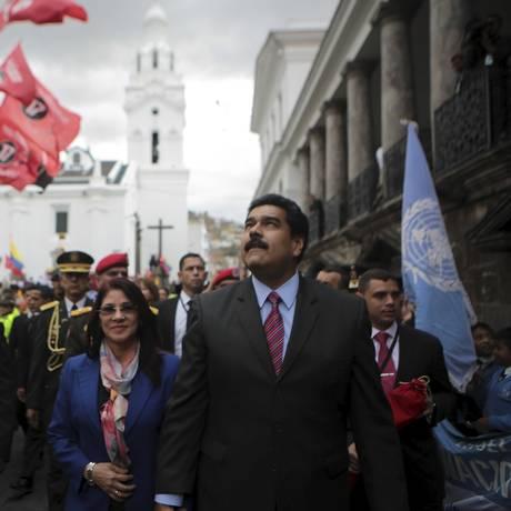 Maduro e Cilia Flores, sua mulher, em visita a Quito onde ele discutiu com a Colômbia a crise fronteiriça Foto: Miraflores / REUTERS