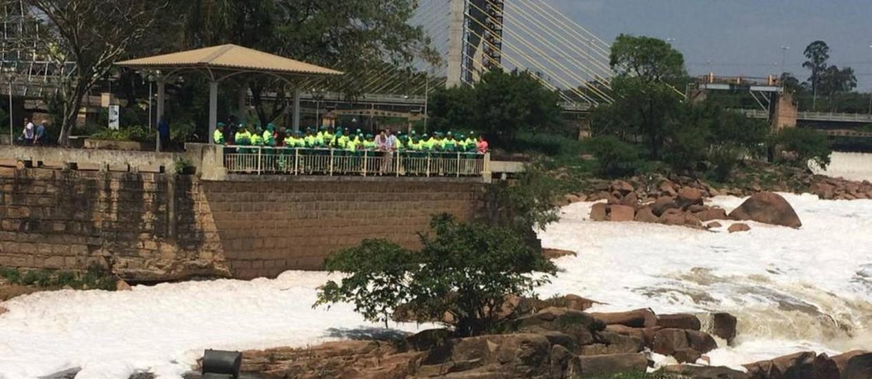 Cabreúva, foz do Rio Tietê: abertura das comportas liberou a sujeira acumulada Foto: Divulgação/ SOS Mata Atlântica