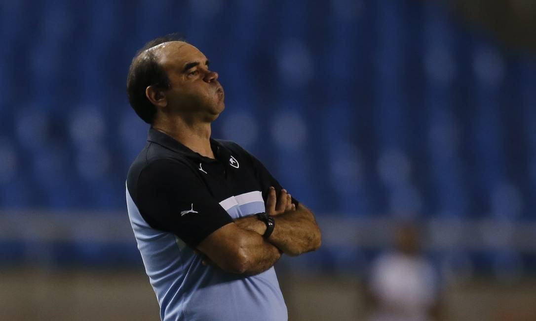 Ricardo Gomes, técnico do Botafogo, na vitória sobre o Macaé Alexandre Cassiano / Agência O Globo