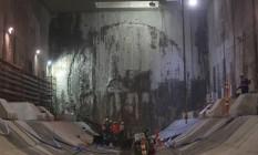 Operários trabalham na plataforma da futura estação Antero de Quental Foto: Pedro Teixeira