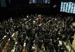 Em sessão conjunta do Congresso, 183 deputados votaram a favor dos vetos, enquanto 205 votaram contra Foto: Jorge William 22/09/2015 / Agência O Globo