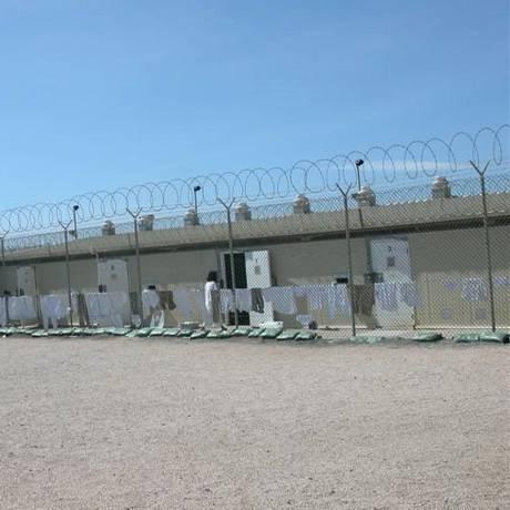 Celas da prisão na base naval norte-americana de Guantánamo, em Cuba. Foto: Helena Celestino / O Globo