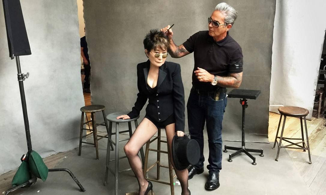 Yoko Ono nos bastidores do calendário Pirelli Divulgação / Pirelli